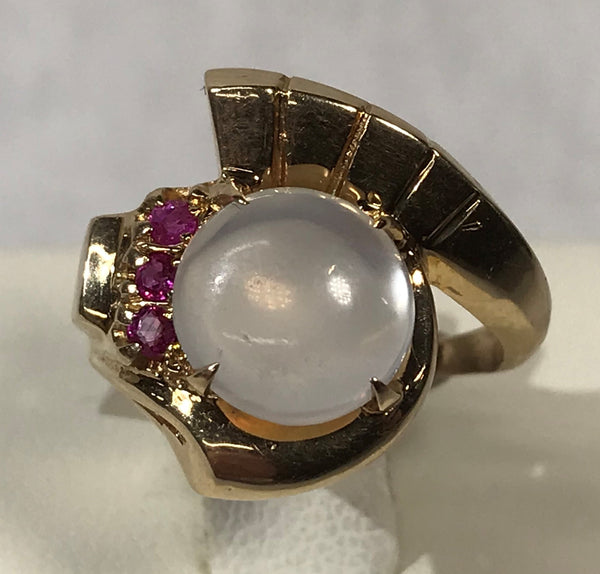 14 Karat Yellow Gold Antique Ring with Cabochon Moonstone Round Ruby's