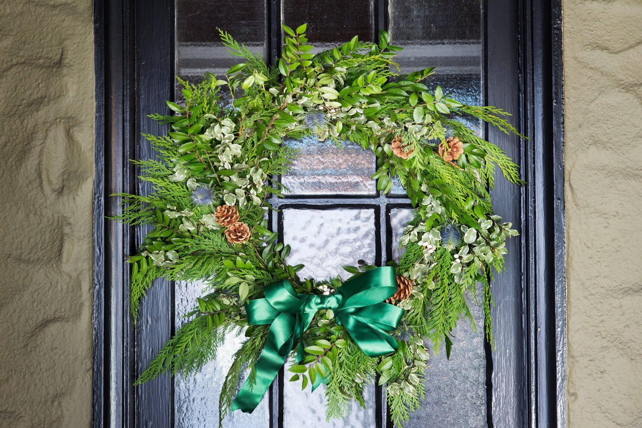 7 People You Can Suprise with a Fresh Christmas Wreath