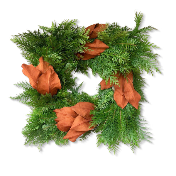 Square Cedar and Magnolia Wreath | Club Botanic | Square Fresh Wreath Magnolia Leaves | Magnolia Leaf Wreath Square | Magnolia Wreath Square | Square Cedar Wreath | Square Fresh Wreath | Pine Wreath Square with Christmas Greenery