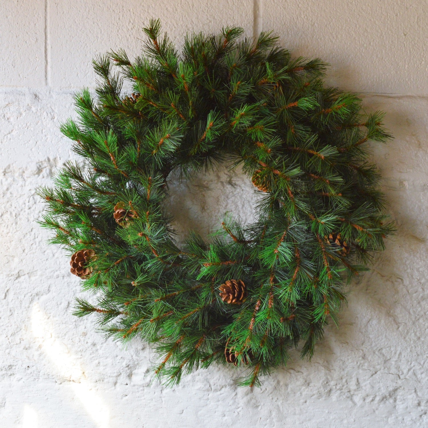 Artificial Christmas Wreaths.Tahoe Faux Pine Wreath