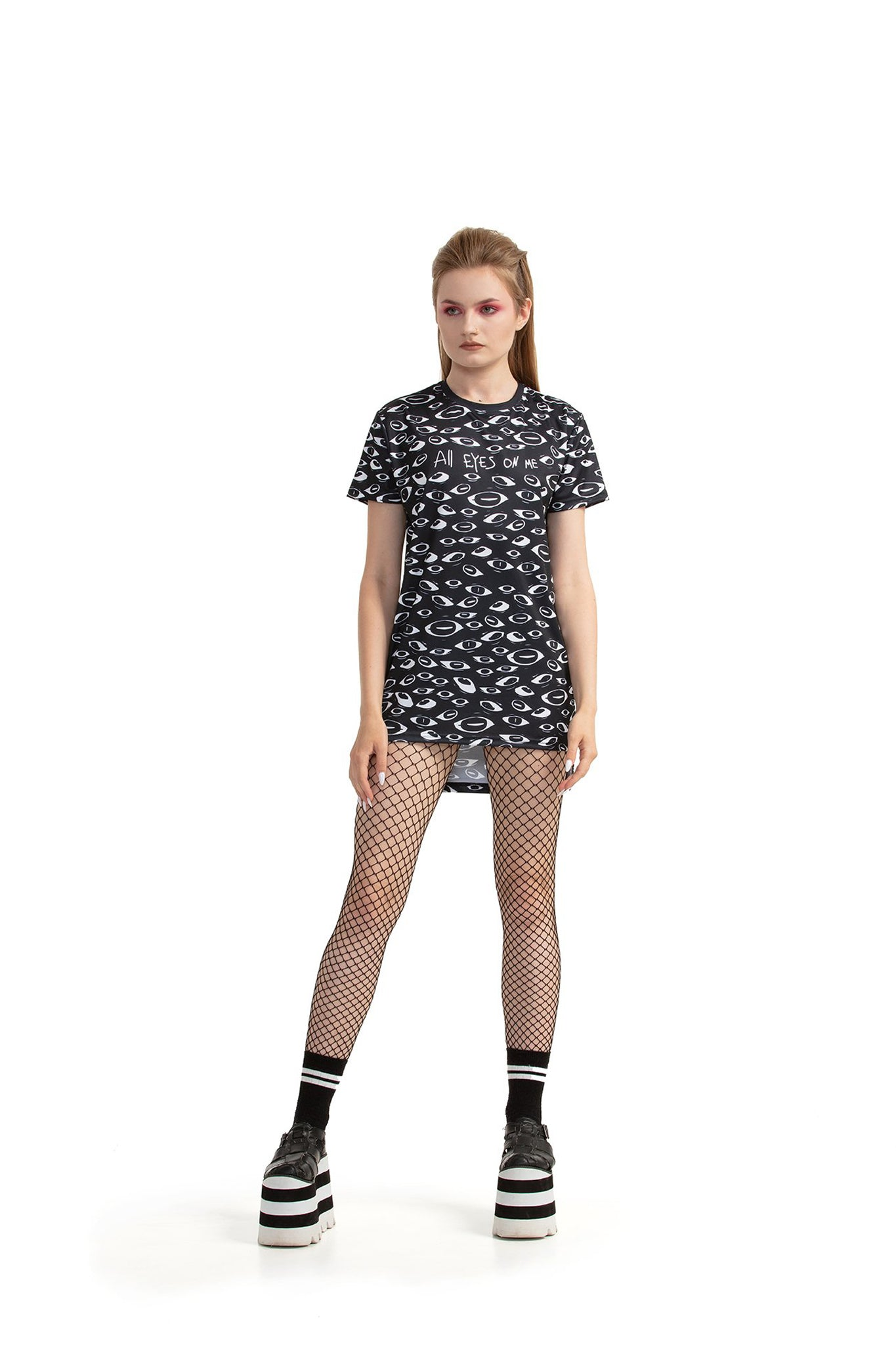 All Eyes On Me - regular fit T-shirt with side cuts