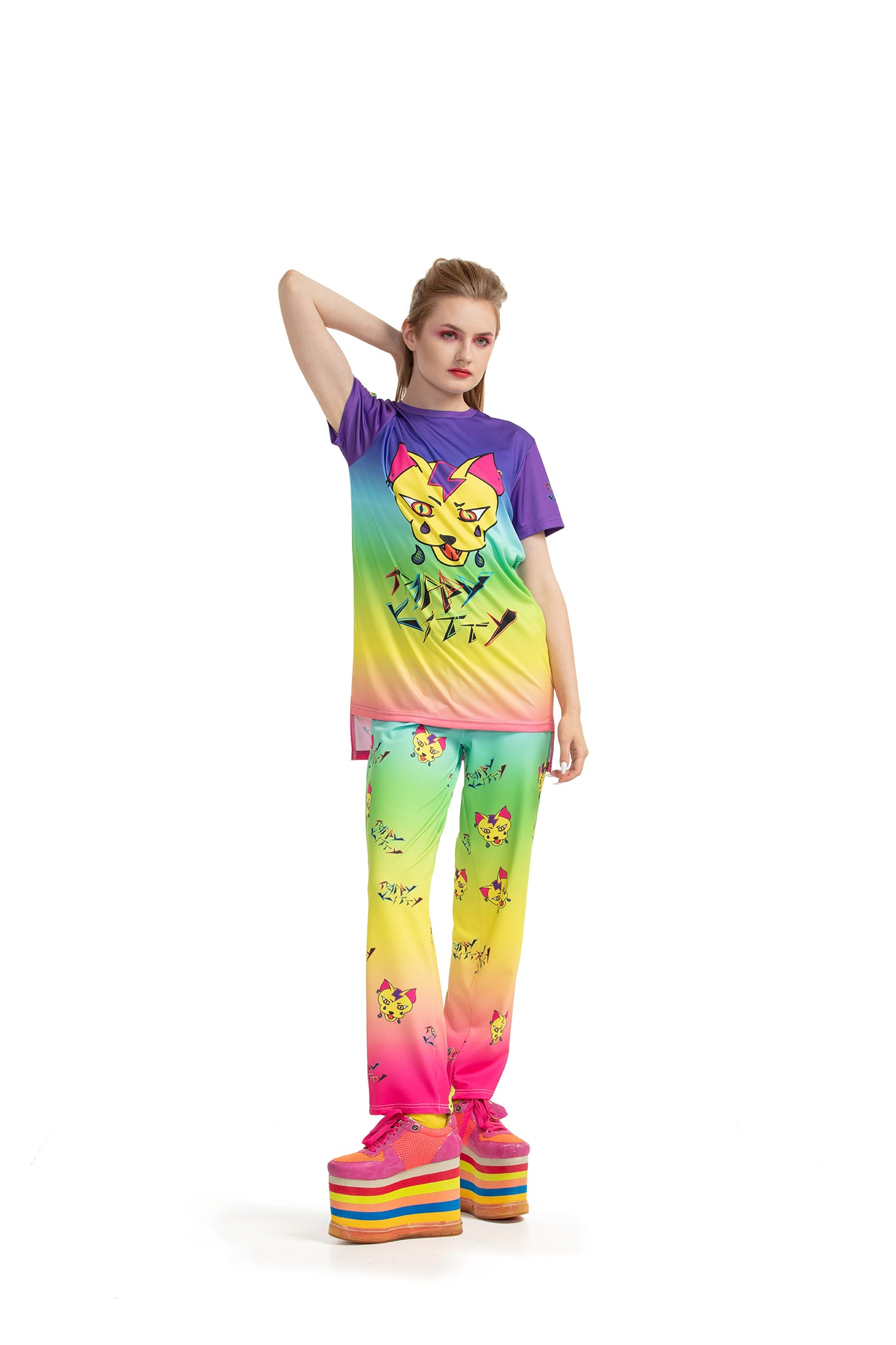 Trippy Kitty - regular fit T-shirt with side cuts