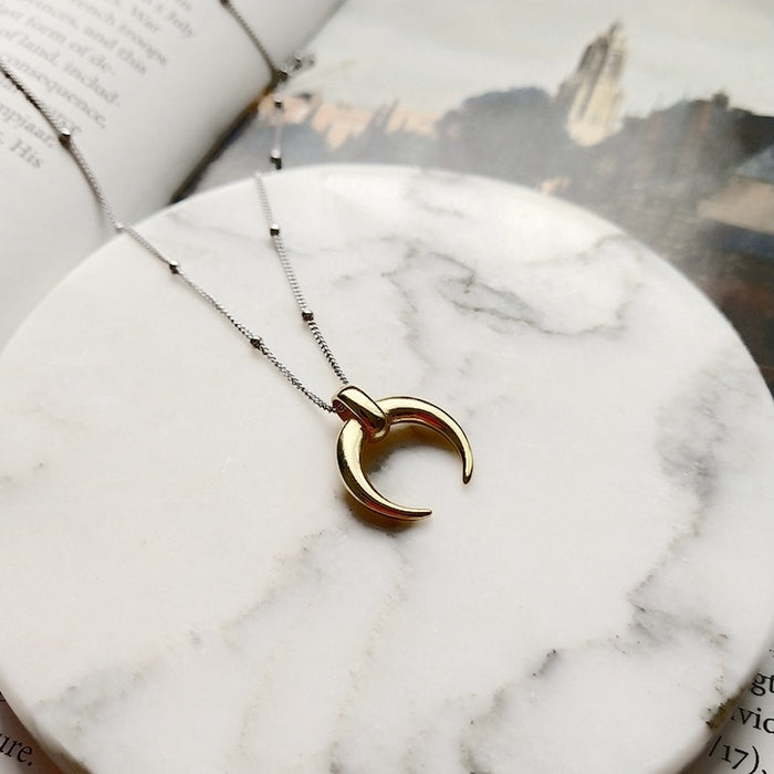 The 925 Silver Crescent Moon Pendant Necklace