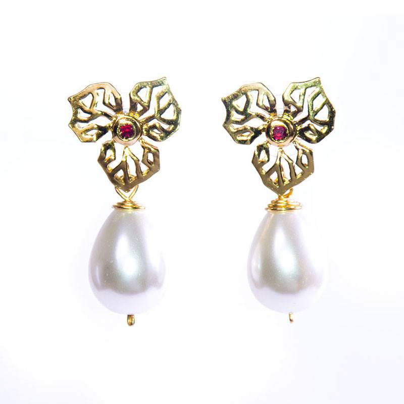 Alice\'s Garden - Handmade earrings made of gold, pearls and ...