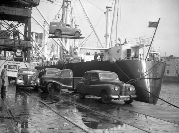 Loading Austins at Liverpool for Australia 1949