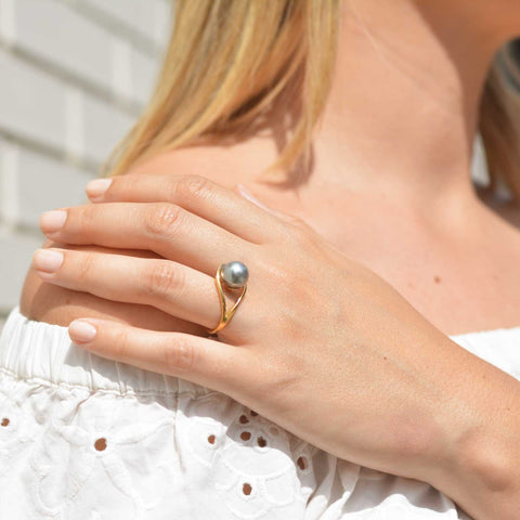 Aurea Gold Ring with Grey Freshwater Pearl