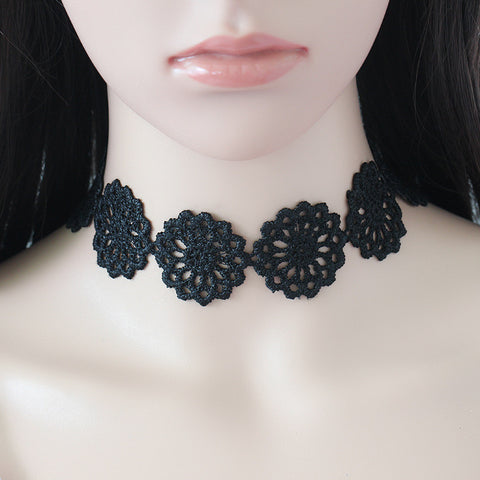 Round Flower Choker Necklace