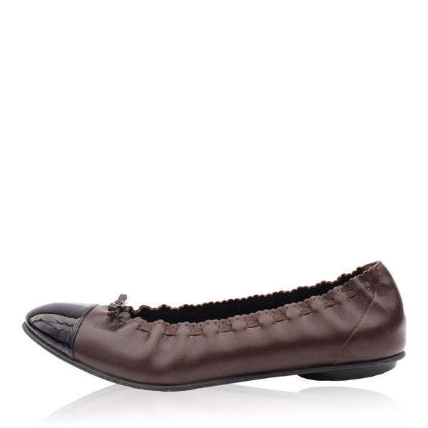 CHANEL LEATHER CAP TOE BALLET FLATS