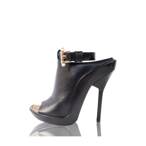 GIVENCHY SHARK TOOTH MULE SHOE Shop online the best value on authentic designer used preowned consignment on Leef Luxury.