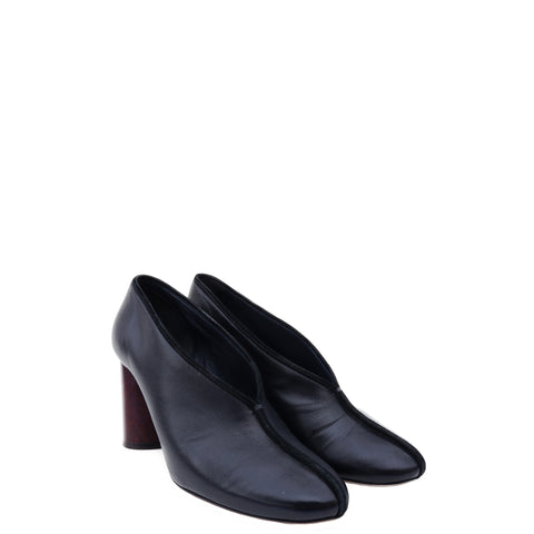 CÉLINE PHOEBE PHILO BLACK LEATHER ROUND-TOE PUMPS - leefluxury.com