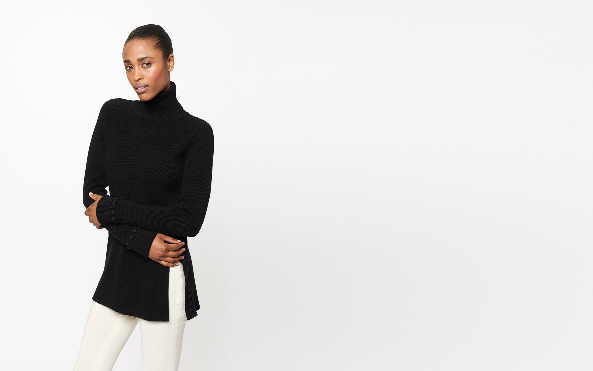 TURTLENECK WITH BUTTON DETAIL
