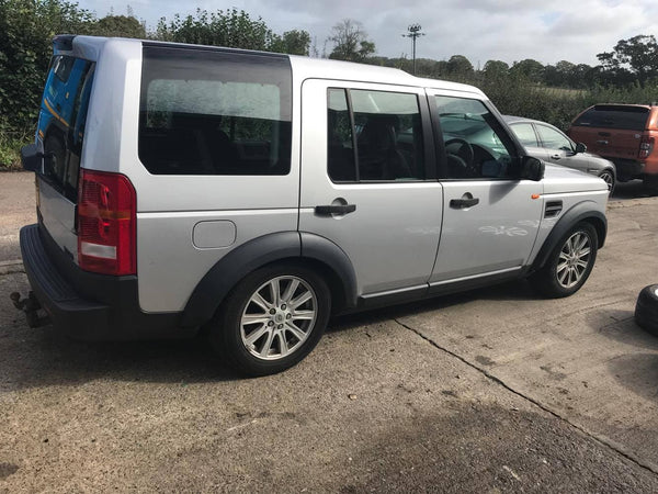 CURRENTLY BREAKING... 2005 LAND ROVER DISCOVERY 3 2.7 TDV6 HSE AUTO SILVER