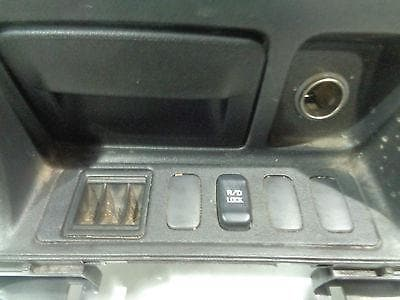 MITSUBISHI SHOGUN MK3 LOWER CENTRE CONSOLE ASHTRAY WITH DIFF LOCK SWITCH