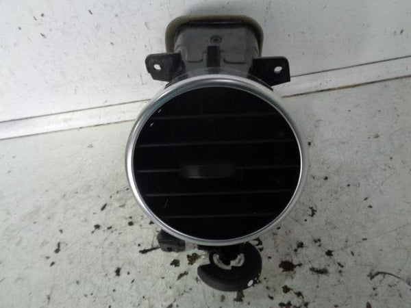 2009 - 2014 LAND ROVER DISCOVERY 4 NEAR SIDE AIR VENT AH22-01454-D