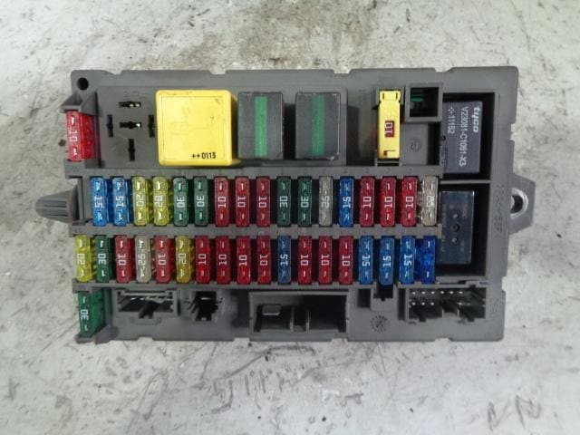 1998 land rover discovery fuse box discovery 2 fuse box internal under dash yqe000110 land rover 1998  fuse box internal under dash yqe000110