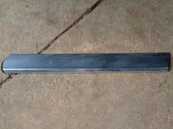 2002 - 2007 VOLKSWAGEN VW TOUAREG 7L OFF SIDE FRONT LOWER DOOR TRIM #04108