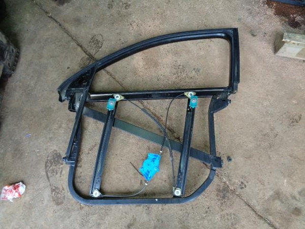 02 - 07 VOLKSWAGEN TOUAREG 7L NEAR SIDE FRONT WINDOW REGULATOR FRAME #04108