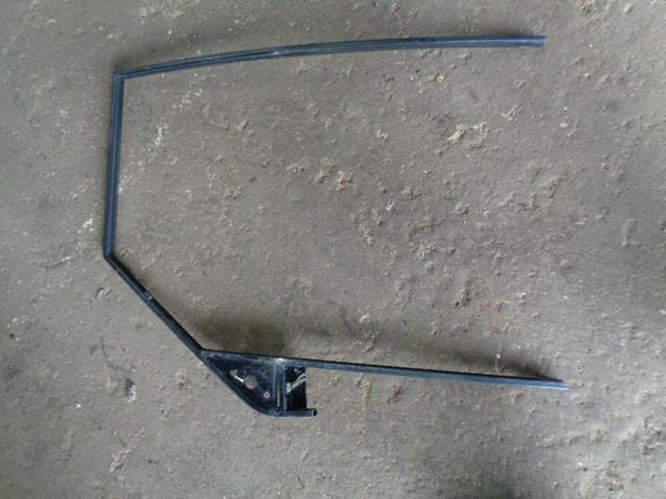 1998 - 2004 LAND ROVER DISCOVERY 2 NEAR SIDE FRONT DOOR WINDOW FRAME NSF #1105