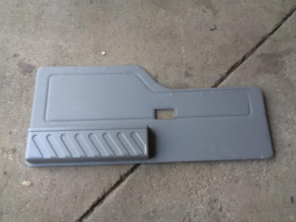 1998 - 2004 LAND ROVER DISCOVERY 2 TD5 & V8 TAILGATE DOOR CARD IN GREY