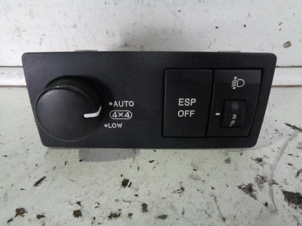 2006 - 2009 KIA SORENTO 4WD LOW RANGE SELECT LIGHT LEVEL TRACTION CONTROL SWITCH