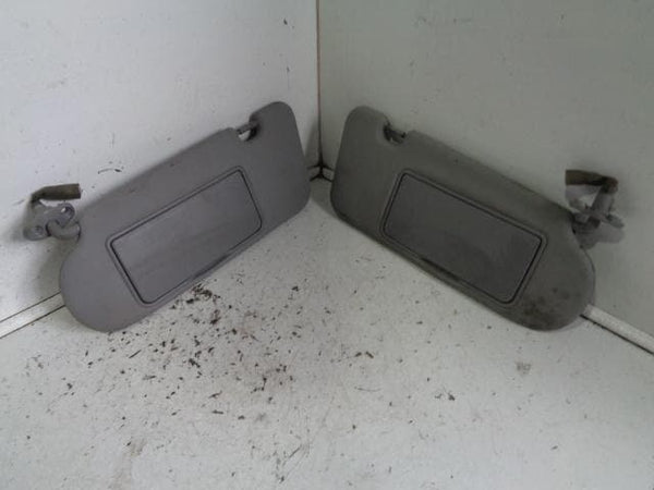 2003 - 2009 KIA SORENTO PAIR OF ILLUMINATED SUN VISORS IN GREY #2003