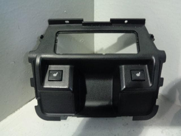 Discovery 3 Rear Centre Console Trim & Heated Seat Switches In Black K29109