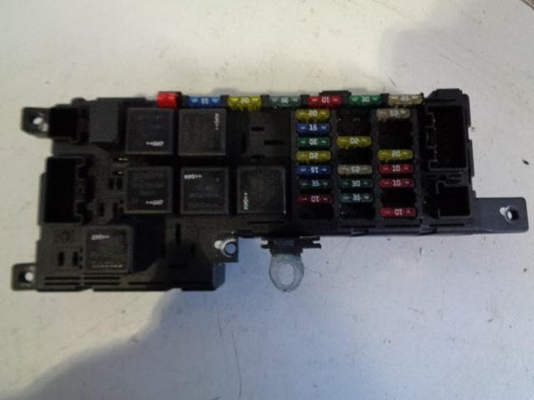 2001 - 2006 VOLVO XC90 D5 2.4 ENGINE BAY FUSE BOX RELAY PANEL 30728008 / 5188281