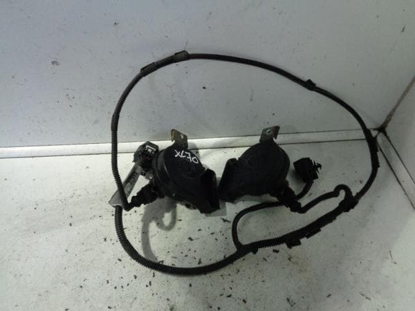 2003 - 2007 VOLVO XC70 PAIR OF HORNS WITH WIRING