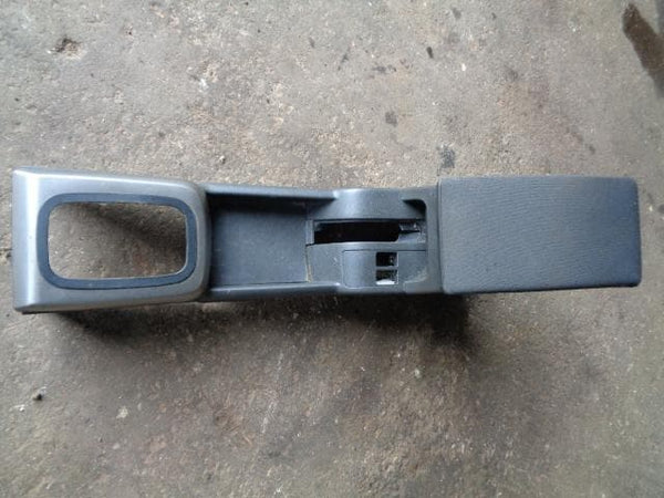 NISSAN X-TRAIL T30 AUTOMATIC CENTRE CONSOLE WITH CLOTH ARM REST XXX