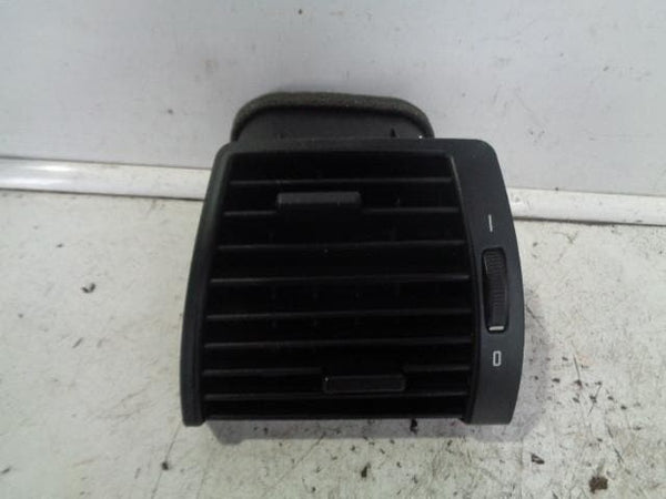 2000 to 2006 BMW X5 E53 Near Side Front Dashboard Air Vent in Black