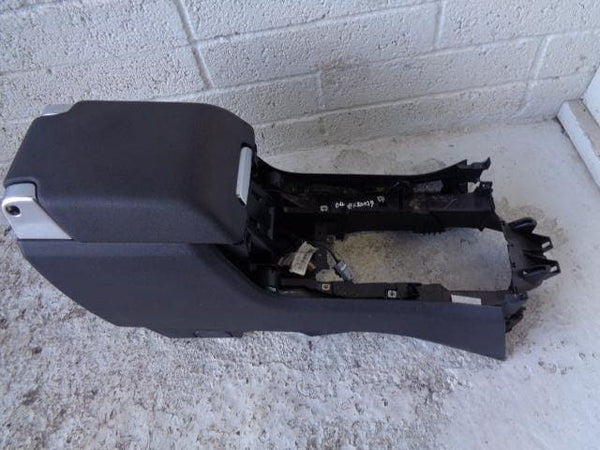 Discovery 4 Centre Console Arm Rest Black Land Rover (2009-2016) #K20039