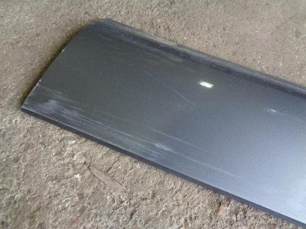 02 - 06 RANGE ROVER L322 OFF SIDE FRONT LOWER DOOR TRIM IN BONATTI GREY #06098
