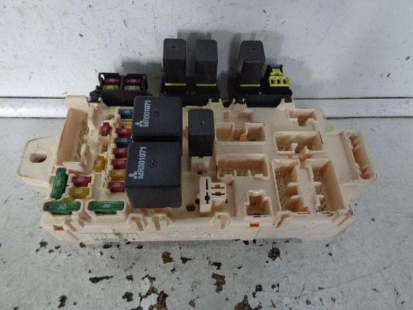 1999 - 2006 MITSUBISHI SHOGUN PAJERO MK3 3.5 GDI INTERNAL FUSE BOX ASSEMBLY