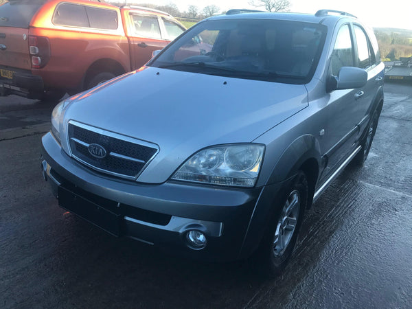 CURRENTLY BREAKING... 2004 KIA SORENTO CRDI XS AUTO 2.5 DIESEL IN SILVER