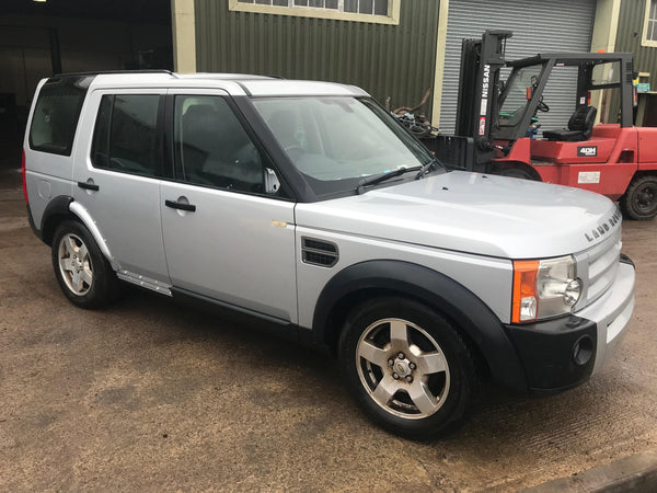 CURRENTLY BREAKING... 2006 LAND ROVER DISCOVERY 3 2.7 TDV6 S MANUAL SILVER