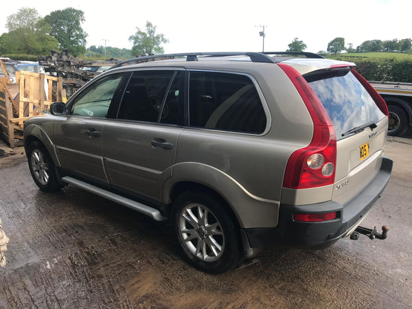 CURRENTLY BREAKING... 2005 VOLVO XC90 - 2.4L D5 SE AWD AUTO GOLD