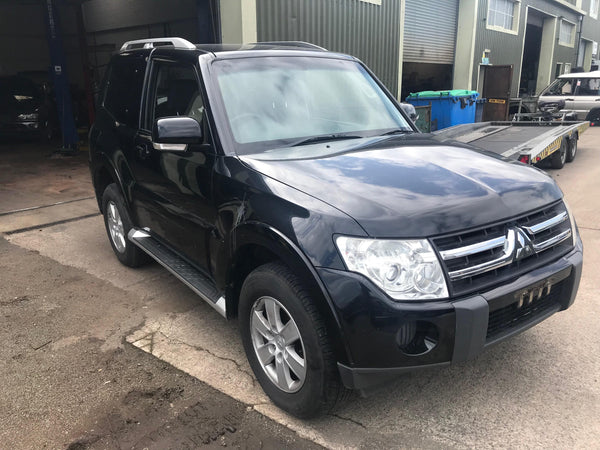 CURRENTLY BREAKING... 2007 MITSUBISHI SHOGUN 4WORK SWB 3.2 DI-D AUTOMATIC