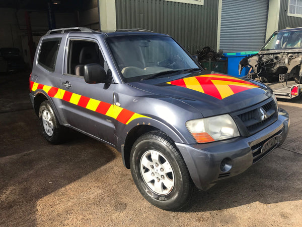 CURRENTLY BREAKING... 2006 MITSUBISHI SHOGUN 4WORK SWB 3.2 DI-D MANUAL