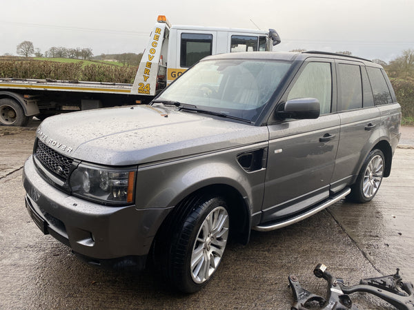 CURRENTLY BREAKING... 2010 RANGE ROVER SPORT HSE 3.0 TDV6 DIESEL AUTO GREY