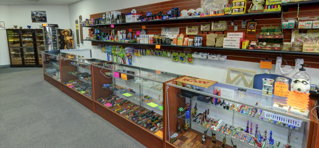 Up-N-Smoke online smoke shop Middletown Shelbyville Rd. Louisville KY location