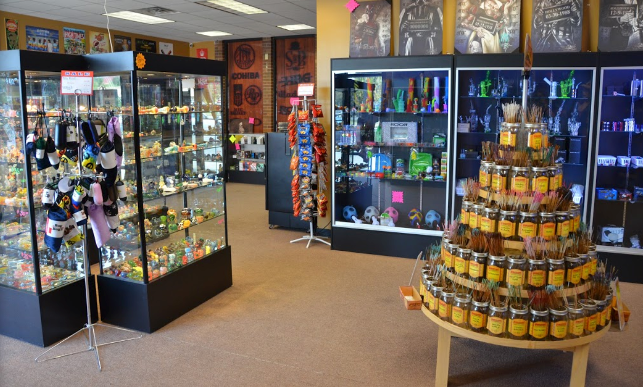 Newburg Rd. Louisville KY up-n-smoke location online smoke shop