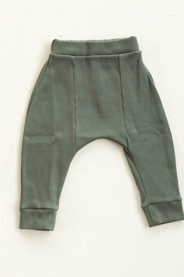 The Weekender Pant - Moss
