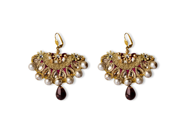 A pair of earrings in deep burgundy IP/GJ/E-001
