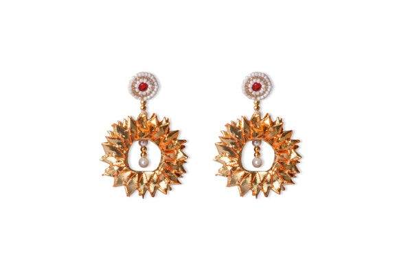 A pair of earrings in delicate gota lace IP/GJ/E-002