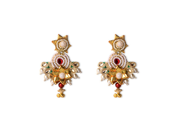A pair of earrings in red and green with pearls IP/GJ/E-004