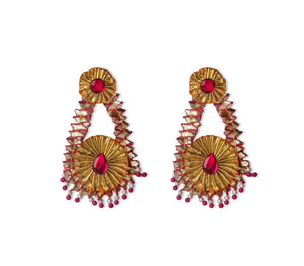 A pair of earrings in gota lace and pink stones IP/GJ/E-005