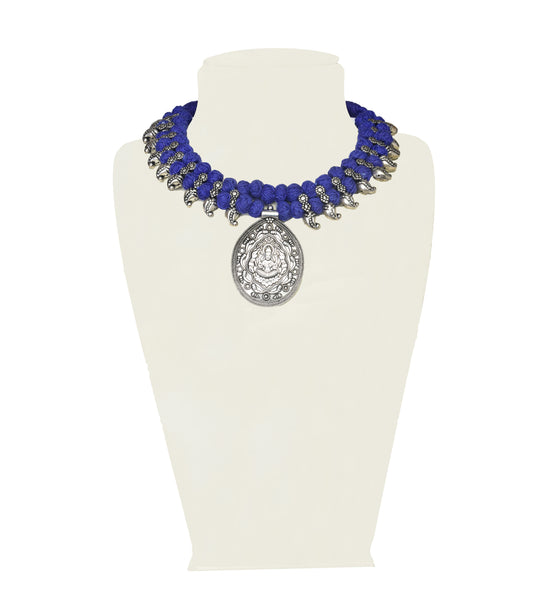 A necklace in royal blue and silver IP/GJ/S-009