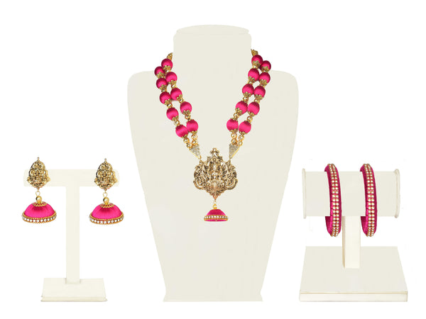 A full set in fuschia pink fabric balls and a temple pendant in gold IP/GJ/S-020