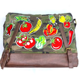 Healthy Vegetables And Fruit Patch Set op een camouflage canvas tas
