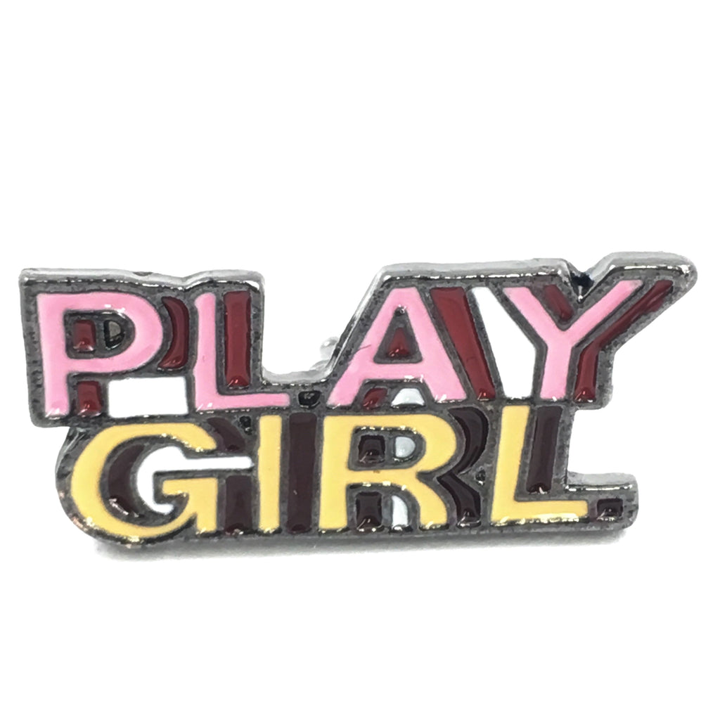 Roze Play Girl Tekst Emaille Pin